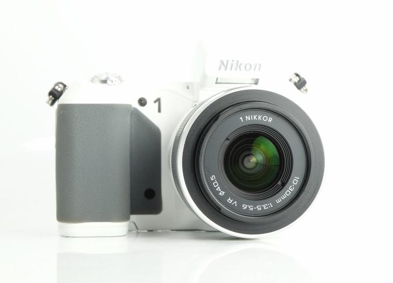NIKON 1 V2 + 10-30 VR