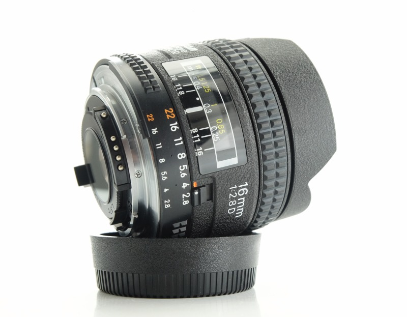 NIKON 16 mm f/2,8 AF D FISHEYE  TOP