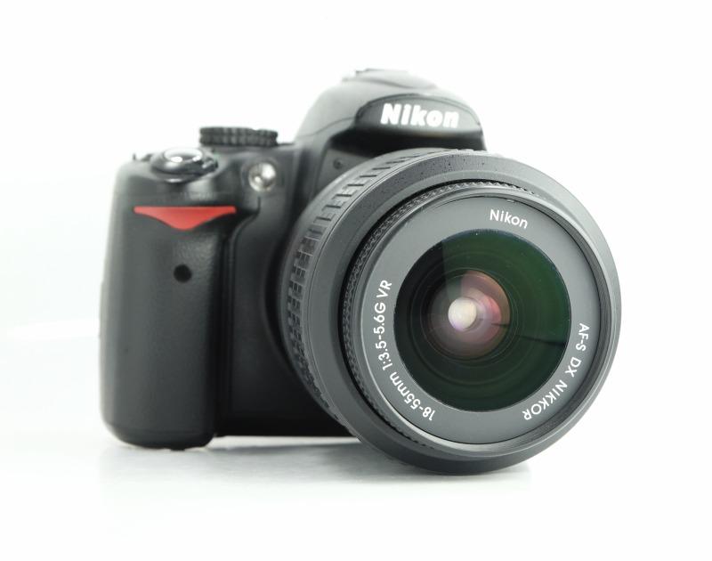 Nikon D5000 + Nikon 18-55mm VR