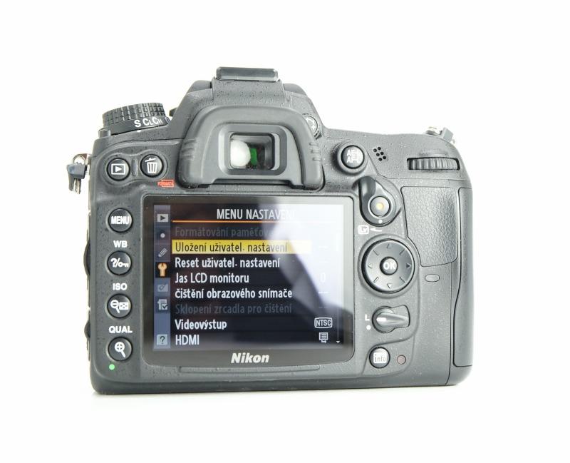 Nikon D7000 TOP STAV
