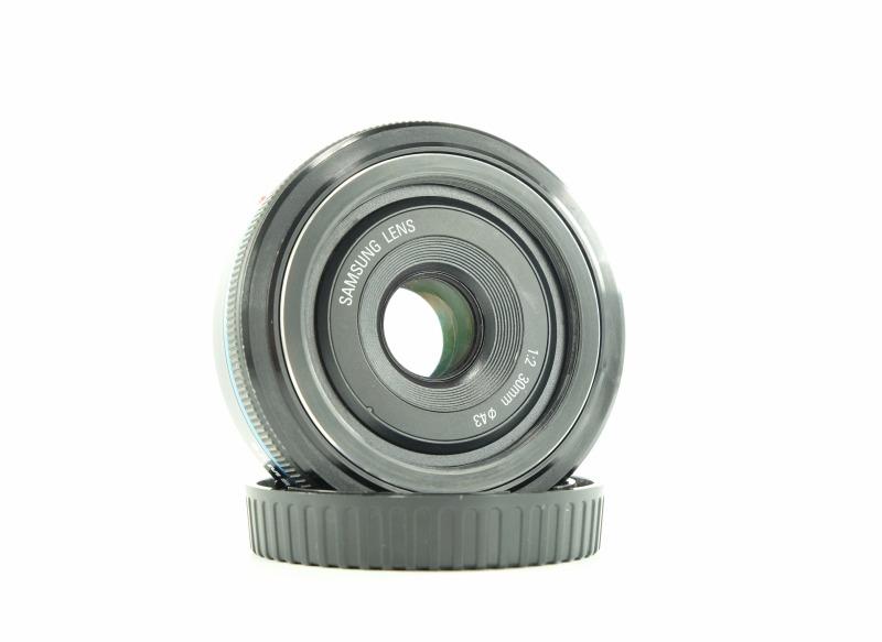 SAMSUNG 30 mm f/2.0