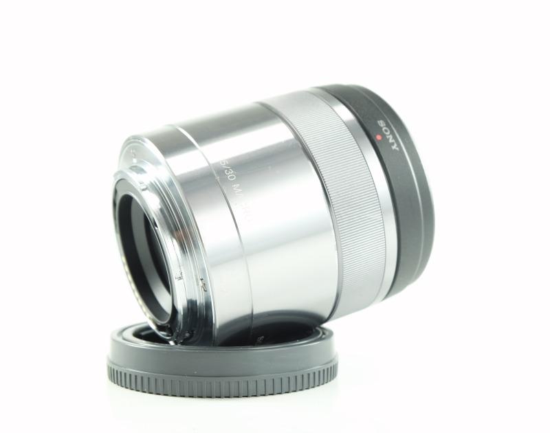 SONY 30 mm f/3,5 SEL pro bajonet E
