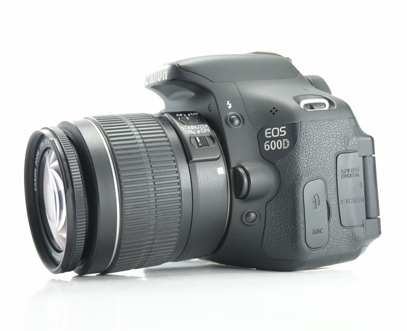 Canon EOS 600D  + 18-55mm IS II