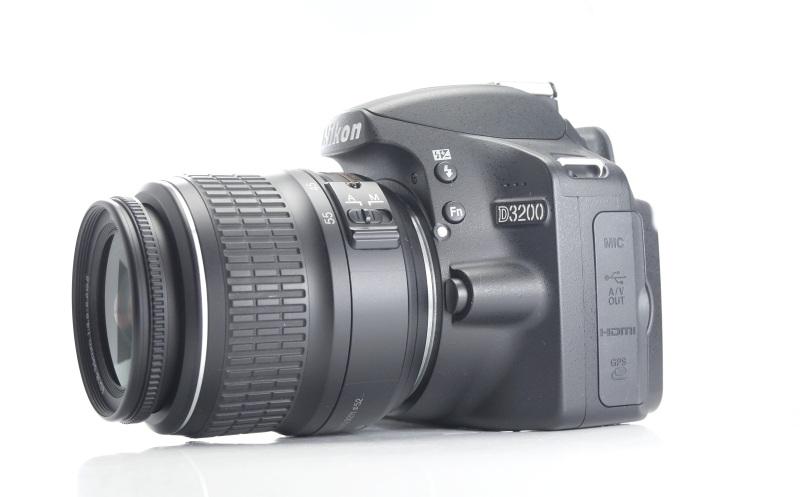 Nikon D3200 + 18-55mm  TOP