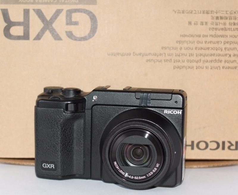 RICOH GXR + P10 28-300 mm