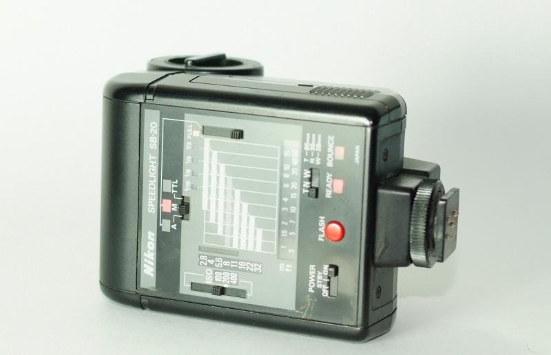 Blesk Nikon SB-20