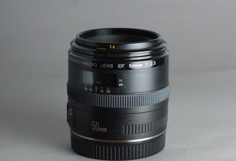 Canon EF 50 mm f/2,5 Compact Macro