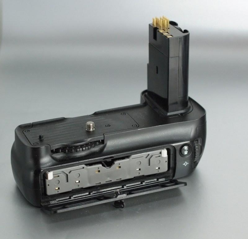 Bateriový grip Nikon MB-D200