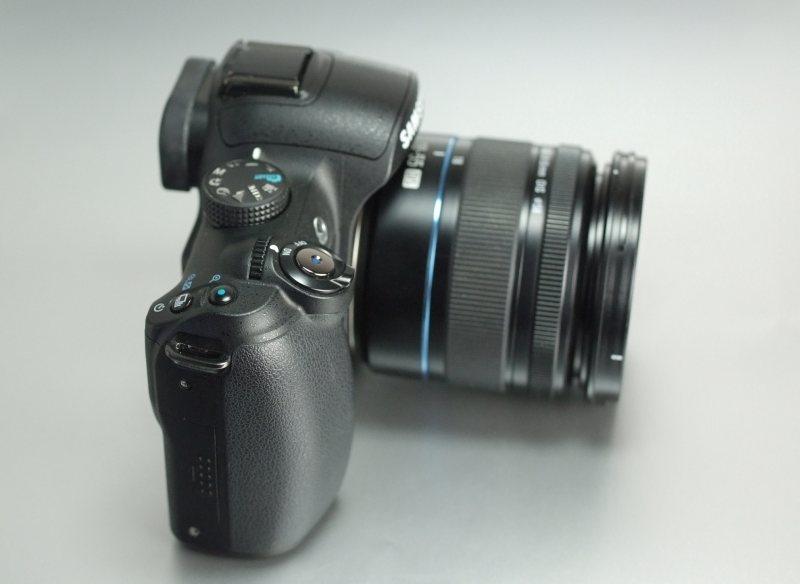 Samsung NX10 + 18-55 mm  TOP STAV