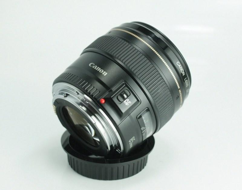 CANON EF 85 mm f/1,8 USM TOP STAV