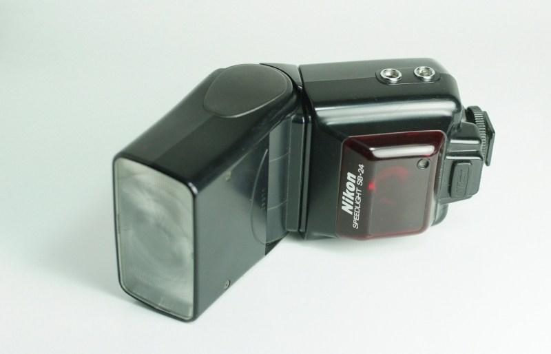 blesk Nikon SB-24