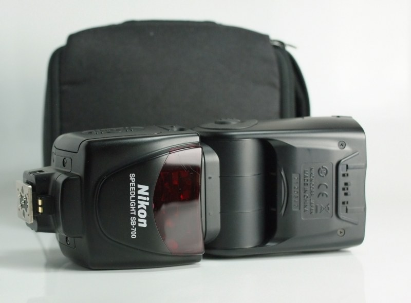 blesk Nikon SB-700
