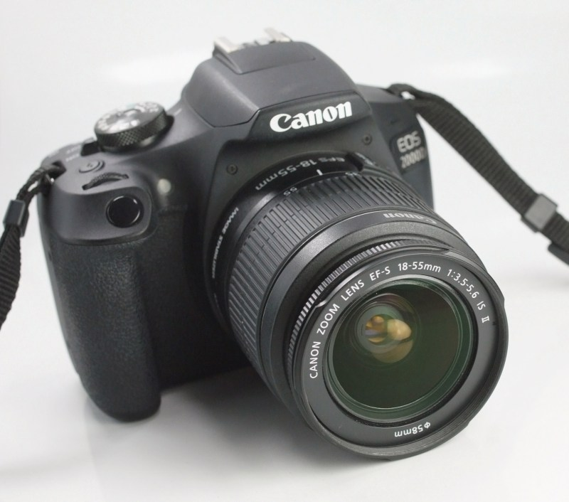 Canon EOS 2000D + 18-55 mm IS II TOP STAV