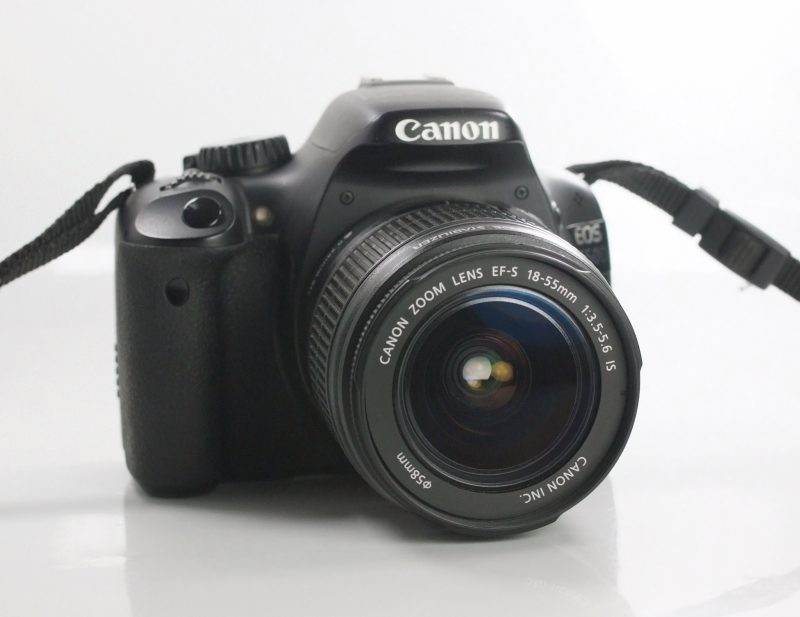 Canon EOS 550D + Canon 18-55mm IS