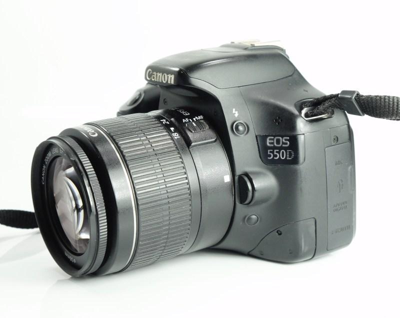 Canon EOS 550D + Canon 18-55mm III