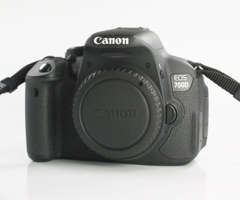 Canon EOS 700D TOP STAV
