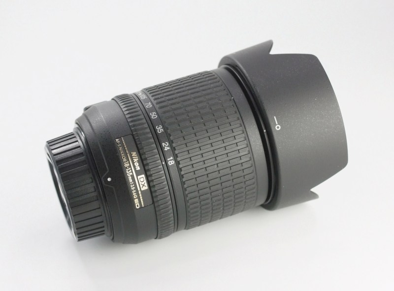 Nikon 18-135 mm F 3,5-5,6G AF-S DX  TOP STAV