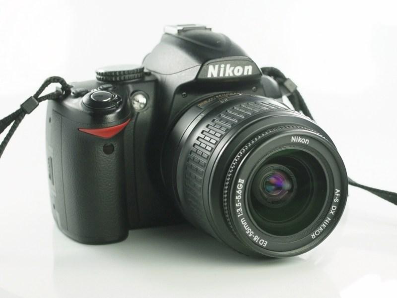 Nikon D3000 + Nikon 18-55mm SUPER STAV