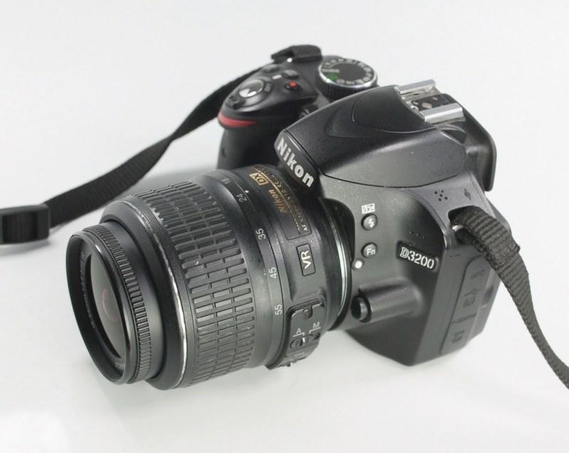NIKON D3200  + 18-55 mm  VR