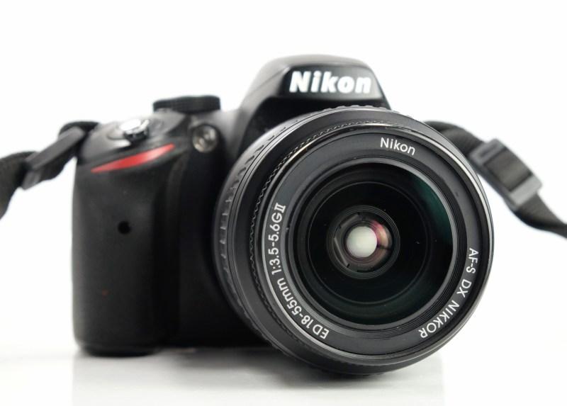 NIKON D3200  + 18-55 mm  AFS