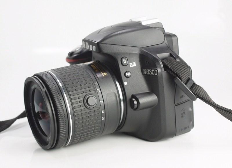 NIKON D3300   + Nikon 18-55mm II VR TOP STAV