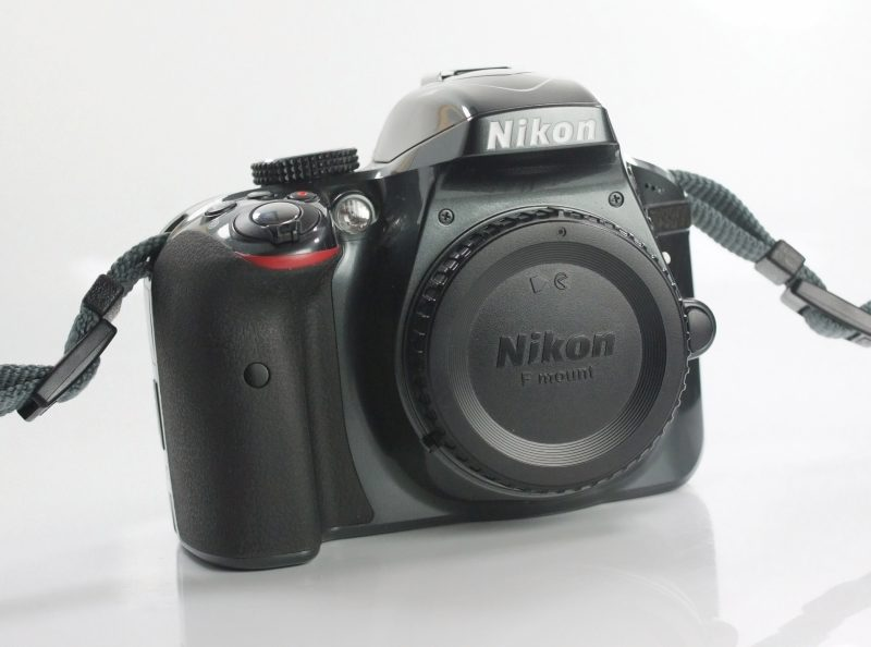 NIKON D3300  TOP STAV