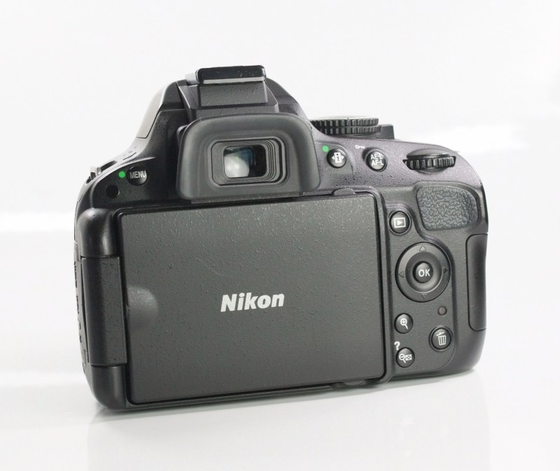 Nikon D5100 + Nikon 18-55mm AFS VR TOP STAV