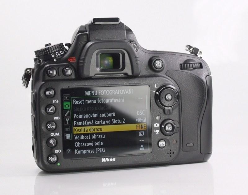 Nikon D610 TOP STAV