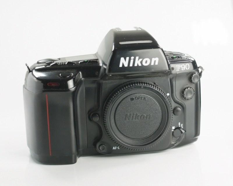 NIKON F90
