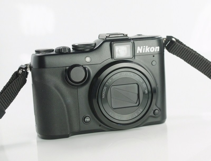 NIKON COOLPIX P7100 TOP STAV