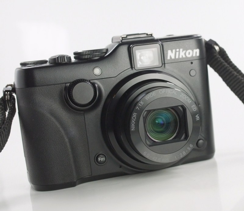 NIKON COOLPIX P7100 TOP STAV