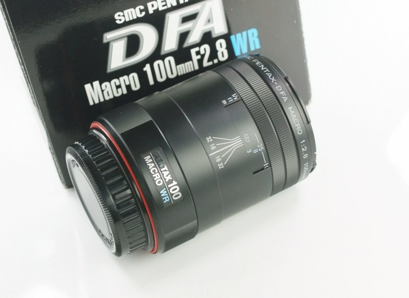 PENTAX 100 mm f/2,8 D-FA Macro WR TOP STAV