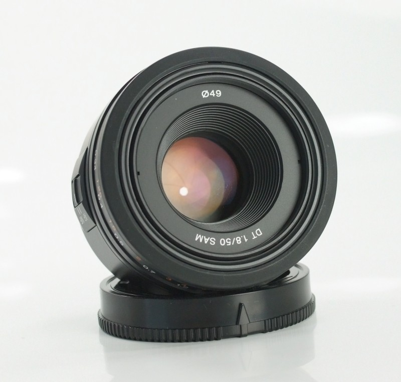 SONY 50 mm f/1,8 DT SAM TOP STAV