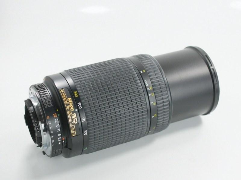 NIKON 70-300 mm f/4-5,6 AF D ED SUPER STAV R